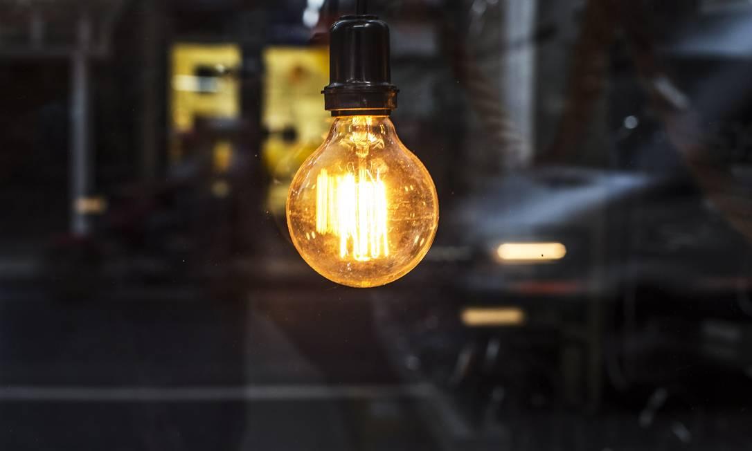 Contas de luz terão alívio em dezembro Foto: Guito Moreto / Agência O Globo