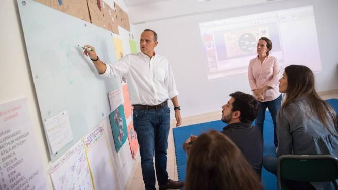 Bernardo Paiva explica processos de melhorias na ONG Pró-Saber Foto: Divulgação