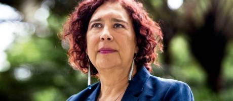 Tamara Adrián doutorou-se em Direito na França, fez cirurgia de mudança de sexo e tornou-se a primeira parlamentar transexual da América do Sul Foto: elestimulo.com/Cristian Hernández / Reprodução