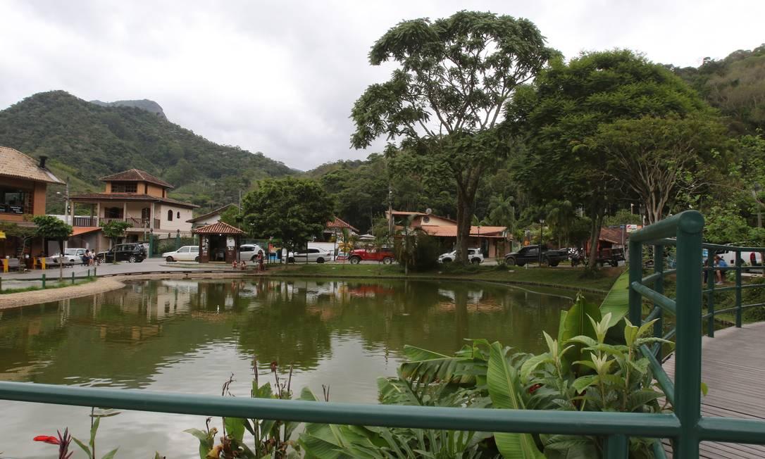 Por um ano. Lago de Lumiar, em Nova Friburgo: adoção coordenada por moradores e comerciantes da região Foto: Reginaldo Pimenta / Agência O Globo