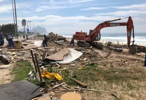 Patrulha Ambiental, vinculada à Subsecretaria de Meio Ambiente (Seconserma), demoliu a construção irregular na ilha 14, na Praia da Reserva, no Recreio Foto: Ascom Meio Ambiente (Seconserma) / Divulgação