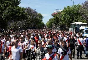 Torcedores do River Plate marcaram um 'banderazo' para sábado, no Monumental de Núñez Foto: JUAN MABROMATA / AFP