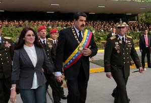 Padrino (à direita) com Maduro: militares são a principal base de sustentação do governo Foto: Reuters