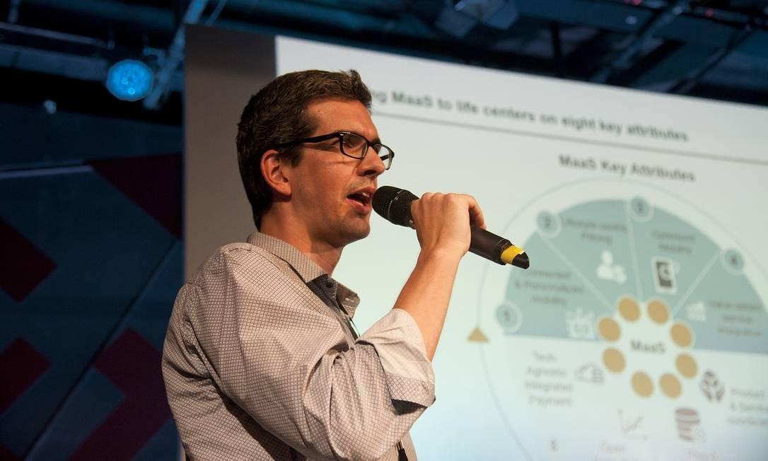 Fernando Monteiro, sócio da empresa de consultoria L.E.K., explica por que o sistema de bilhetagem com dados armazenados na nuvem é mais seguro do que o tradicional, por meio de cartões Foto: Agência O Globo