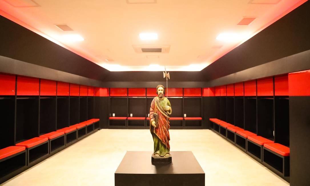 Um dos vestiários do novo CT do Flamengo Foto  Gilvan de Souza 243e34e0e8a80
