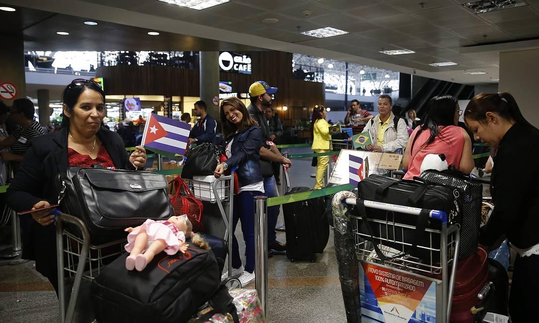 PA Brasília (BSB) 22/11/2018 Embarque de médicos cubanos no aeroporto de Brasília. Foto Jorge William / Agência O Globo Foto: Ailton de Freitas / Agência O Globo