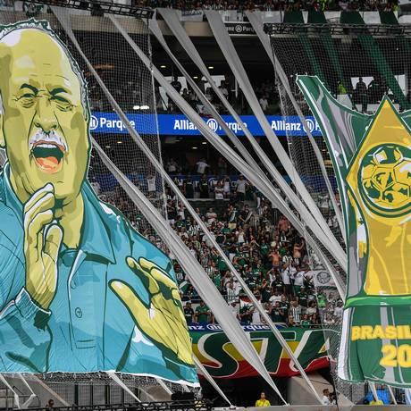 Felipão recebe homenagem da torcida do Palmeiras na festa do título Foto: NELSON ALMEIDA / AFP