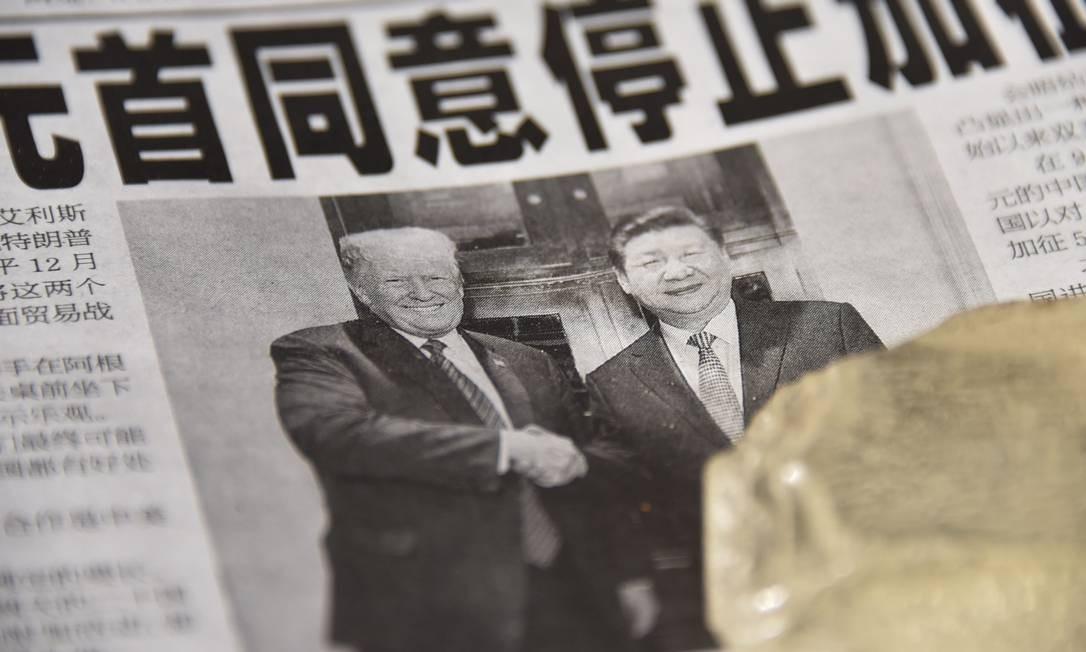 Jornal chinês traz na manchete o acordo entre Donald Trump e Xi Jinping Foto: / Greg Baker/AFP
