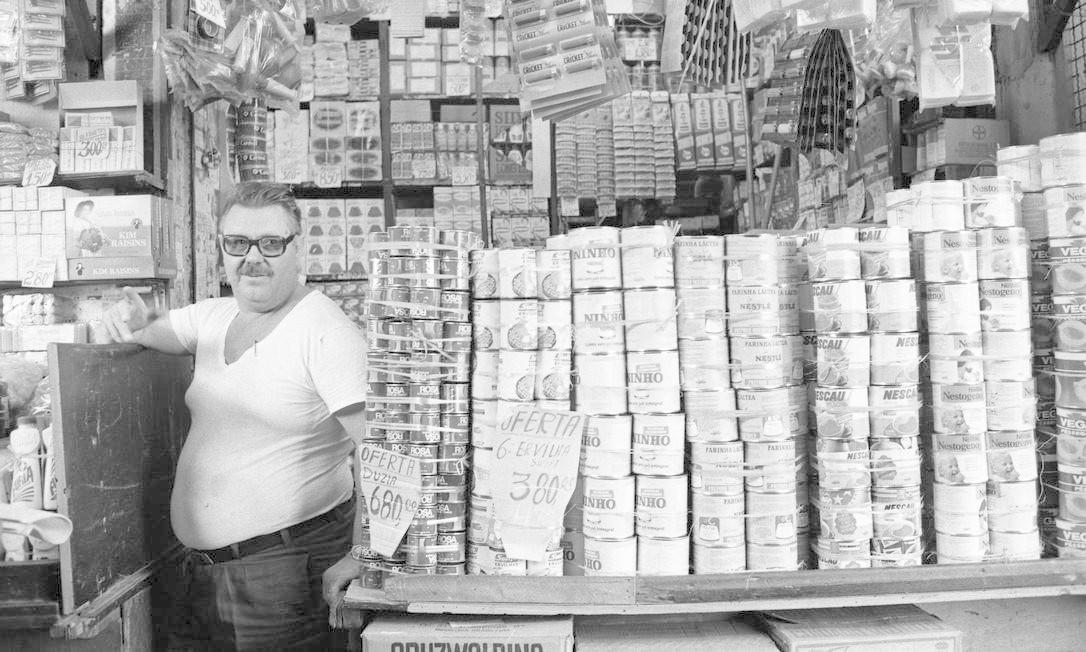 Leite em pó, ervilhas, achocolatados: alimentos à venda no Mercadão em 18/06/1982 Agência O Globo