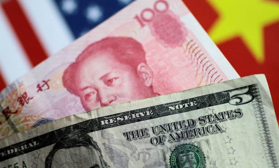 Cédulas de dólar e yuan, as moedas oficiais dos EUA e da China, respectivamente Foto: Thomas White / Reuters