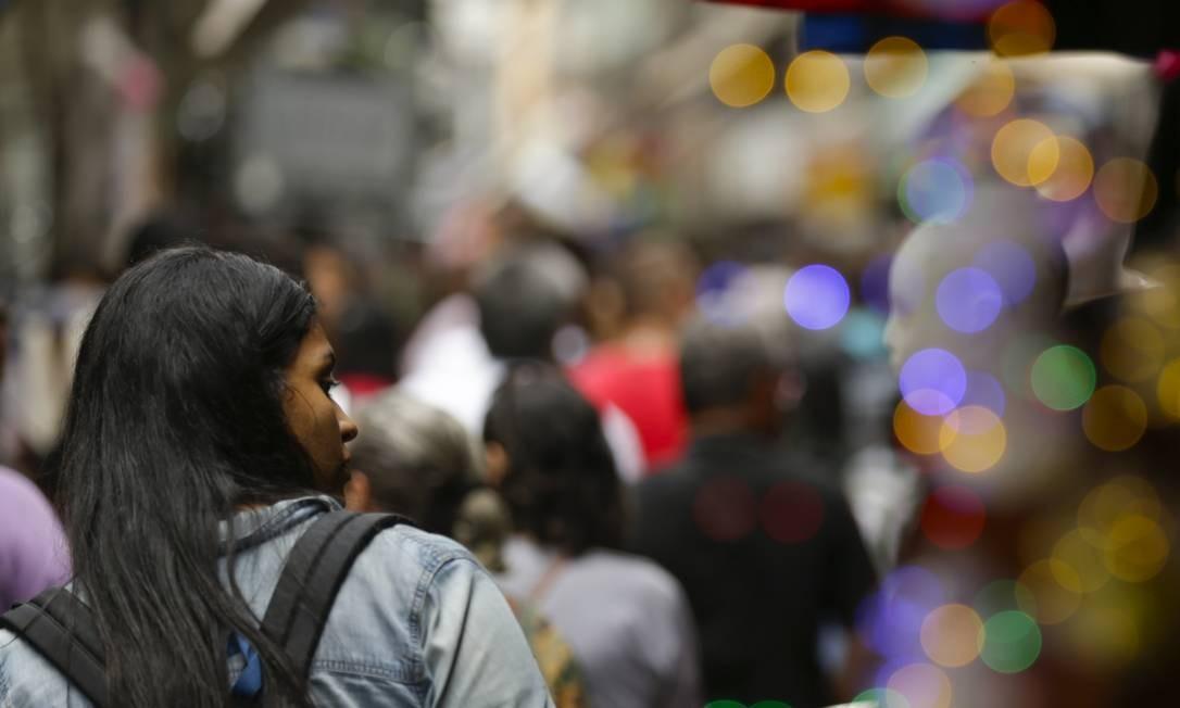 Clima de Natal já domina na Saara, no Centro: produto barato também tem que ter qualidade Foto: Gabriel de Paiva