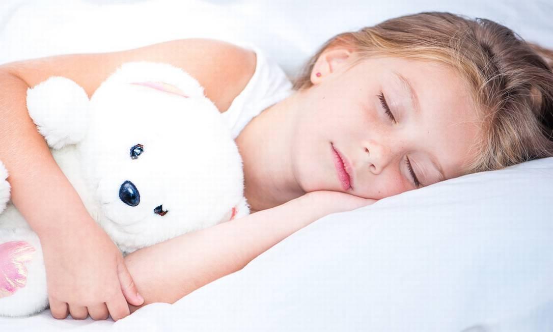 Crianças que dormem a quantidade adequada de sono e em um ambiente agradável têm desempenho melhor na escola, mostram estudos Foto: Divulgação