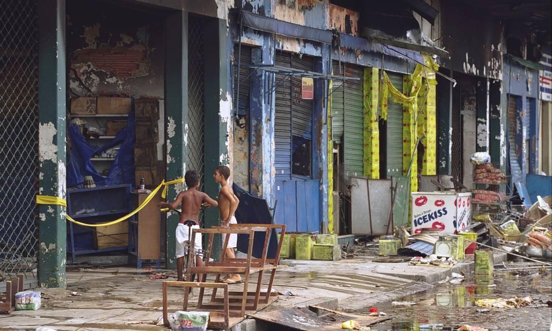 Em janeiro de 2000, um incêndio destruiu parte do Mercadão André Arruda / Agência O Globo