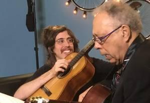 Tim Bernardes e Jards Macalé ensaiam para o 'Conversa com Bial' Foto: Divulgação