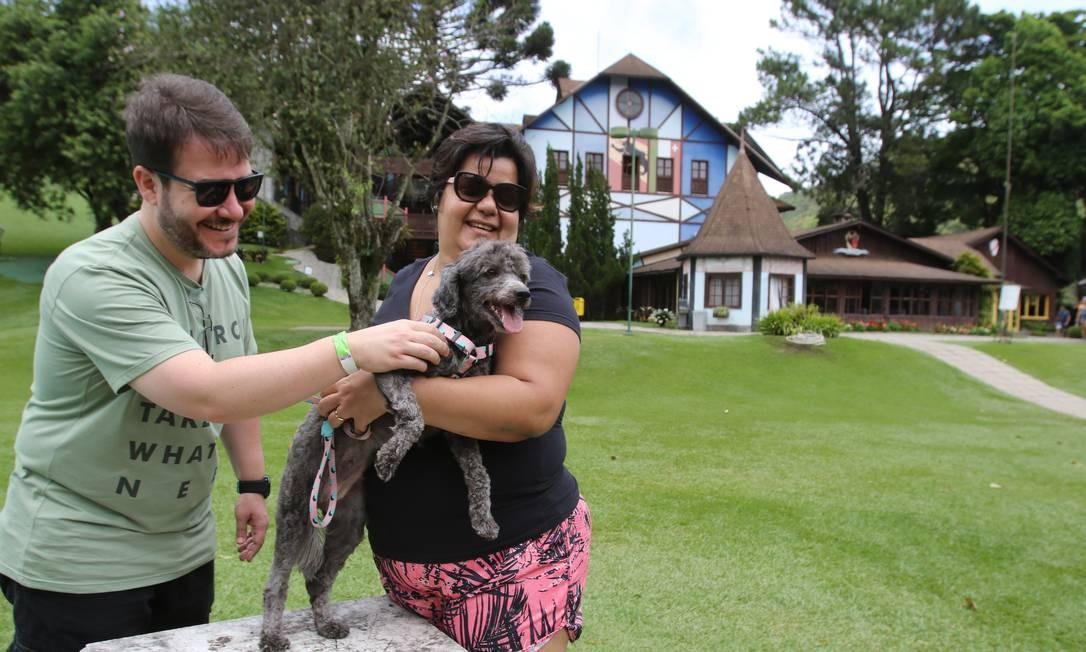 Marcelo Gomes e Glória Sobreira brincam com Serena Foto: Reginaldo Pimenta