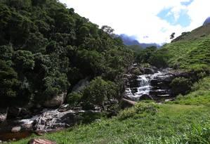 Cachoeira dos Frades vista da estrada Foto: Reginaldo Pimenta / Agência O Globo