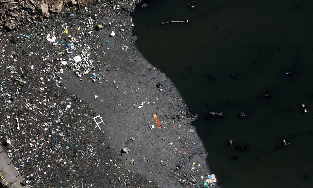 As lagoas da Barra da Tijuca recebem rejeitos que não são submetidos a tratamento: 45% do volume de esgoto produzido no país não são tratados Foto: Custódio Coimbra / Agência O Globo/18-05-2018