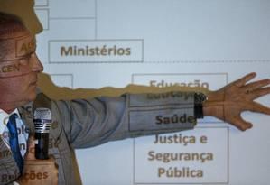 O futuro ministro da Casa Civil, Onyx Lorenzoni, durante entrevista coletiva no CCBB Foto: Daniel Marenco / Agência O Globo