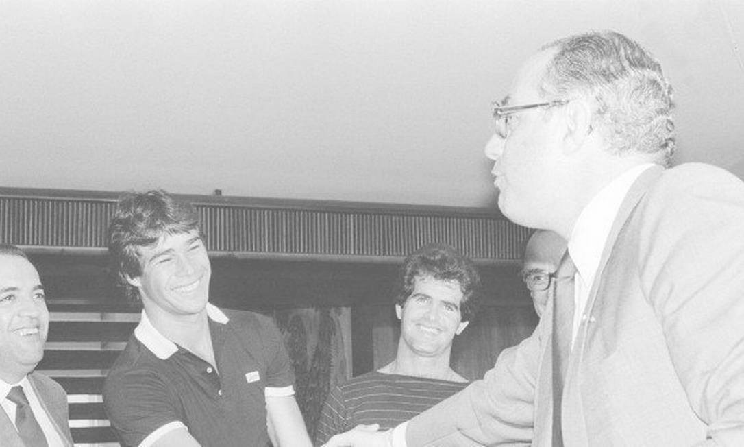 Com trânsito no futebol, Maluf recebeu apoio do goleiro do Fluminense Paulo Victor Foto: Alberto Jacob / 22/09/1984 Foto: Alberto Jacob / 22/09/1984