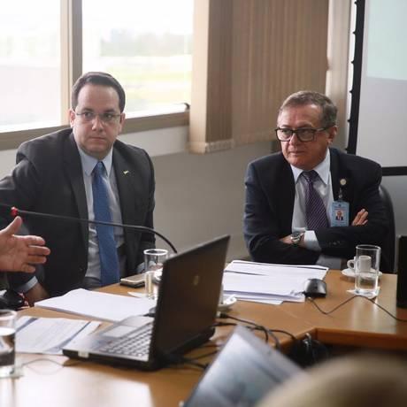 O futuro ministro da Educação,Ricardo Vélez Rodríguez (à dir.), em reunião da equipe da Capes Foto: Reprodução