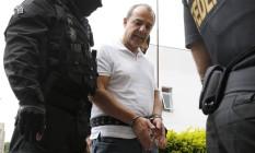 O ex-governador do Rio Sérgio Cabral ao ser conduzido pela Polícia Federal Foto: Rodolfo Buhrer / Reuters