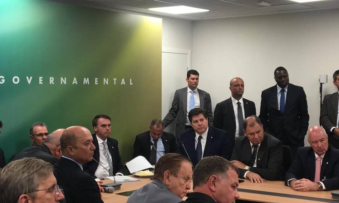 O presidente eleito Jair Bolsonaro em reunião com a bancada do MDB Foto: Divulgação