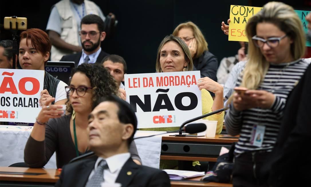 Manifestantes protestam contra o projeto na comissão Foto: Divulgação/ Câmara