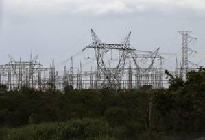 Torres de energia: acordo entre Petrobras e Eletrobras facilitará leilão de distribuidora Foto: Jorge William / Agência O Globo