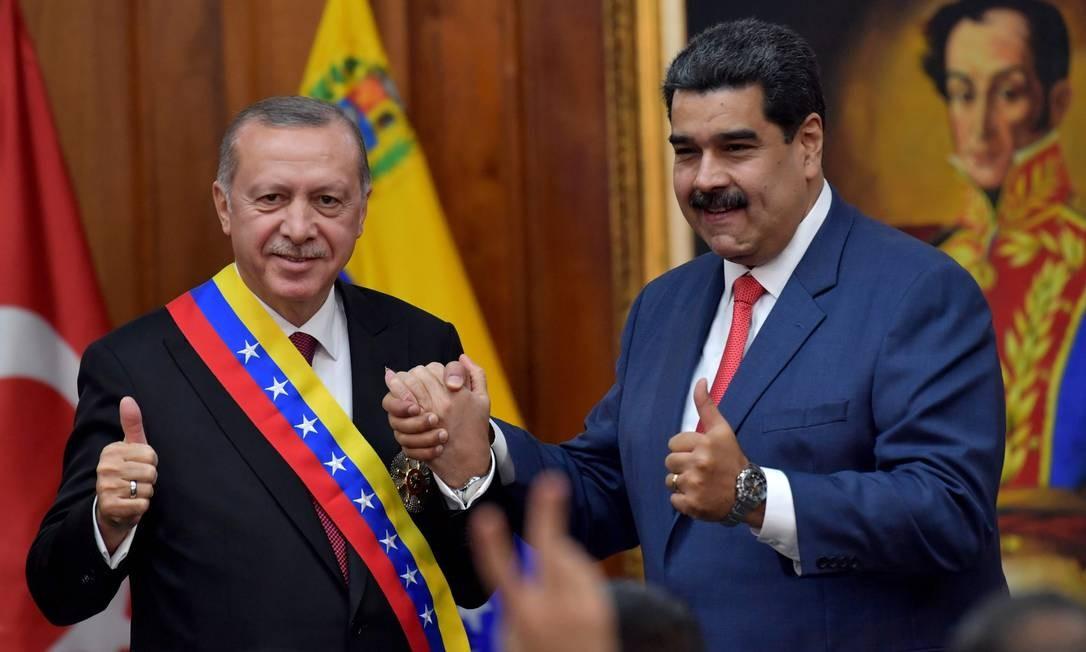 Presidentes da Turquia, Recep Tayyip Erdogan, e da Venezuela, Nicolás Maduro, em Caracas Foto: YURI CORTEZ / AFP
