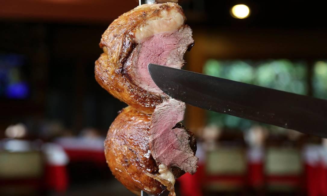 Pesquisa pede que brasileiros reduzam porção de carne de 140 calorias diárias para 52 calorias até 2050 Foto: Márcio Alves / Agência O Globo
