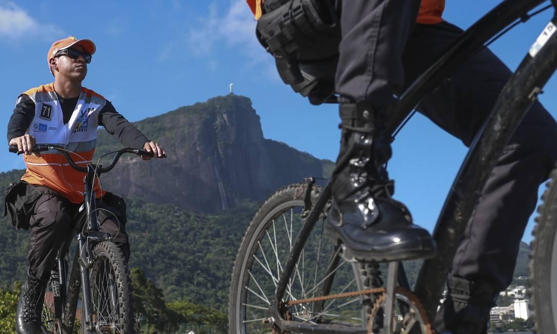Patrulhamento de bicicleta na Lagoa emprega 73 agentes por dia Foto: Marcelo Regua / Agência O Globo