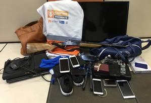 Objetos foram encontrados em veículo, depois de abordagem policial Foto: Divulgação