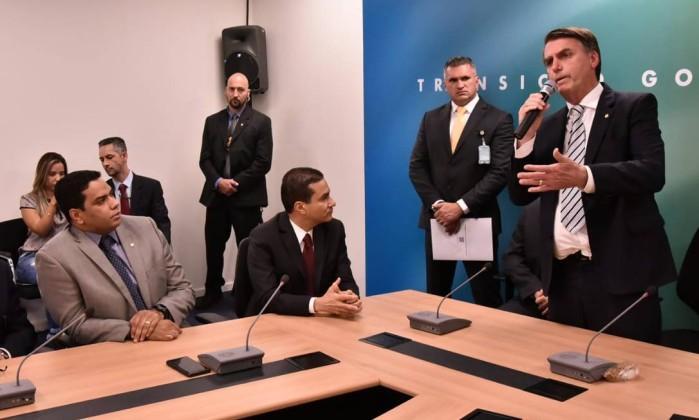 O presidente eleito Jair Bolsonaro (PSL) em encontro com a bancada do PRB Foto: Equipe de transição