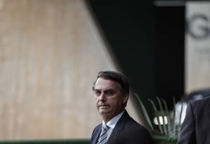 O presidente eleito Jair Bolsonaro ao sair do gabinete de transicao montado no CCBB, em Brasilia Foto: Daniel Marenco / Agência O Globo