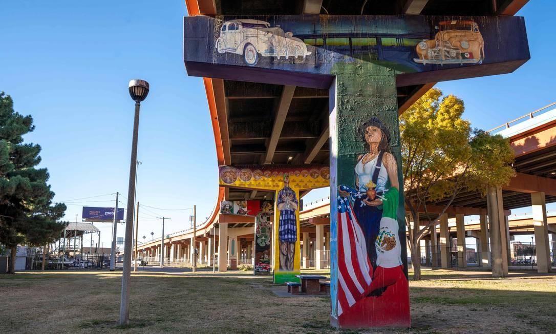 """""""Pachuca Blood"""" foi pintado durante o auge da violência em Ciudad Juarez e dedicado às mulheres afetadas por ele. PAUL RATJE / AFP"""