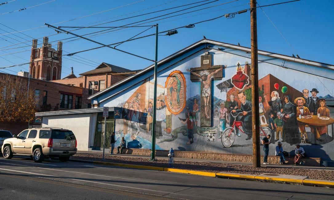 """""""Sagrado Corazon"""" retrata personagens importantes da história de um bairro contra a fronteira EUA-México. PAUL RATJE / AFP"""