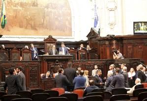 Deputados reunidos na Alerj Foto: Marcos Ramos / Agência O Globo