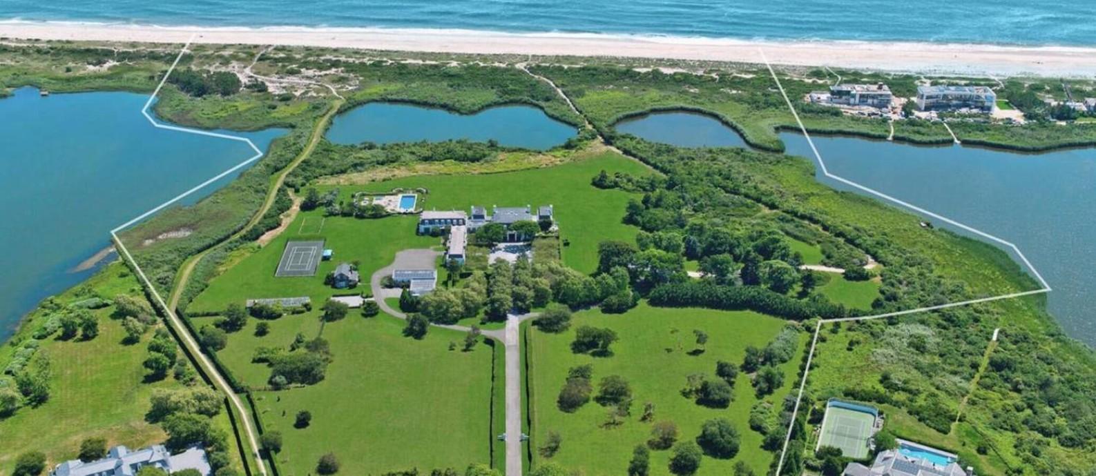 Vista aérea de Jule Pond, mansão com praia particular que pertenceu a Henry Ford: uma das sugestões de presente Foto: Bruno R Schreck / Reprodução/Bespoke Real Estate website
