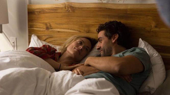 Olivia Wilde e Oscar Isaac em cena do filme 'A vida em si' Foto: Jon Pack / Divulgação