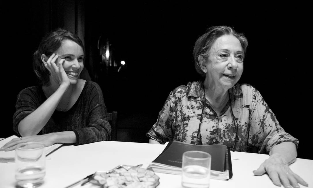 Débora Falabella e Fernanda Montenegro em cena do filme 'O beijo no asfalto' Foto: Divulgação