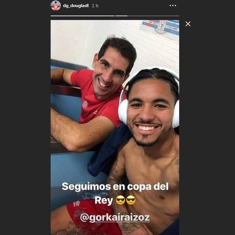 Douglas Luiz comemora a vitória histórica Foto: Reprodução/Instagram