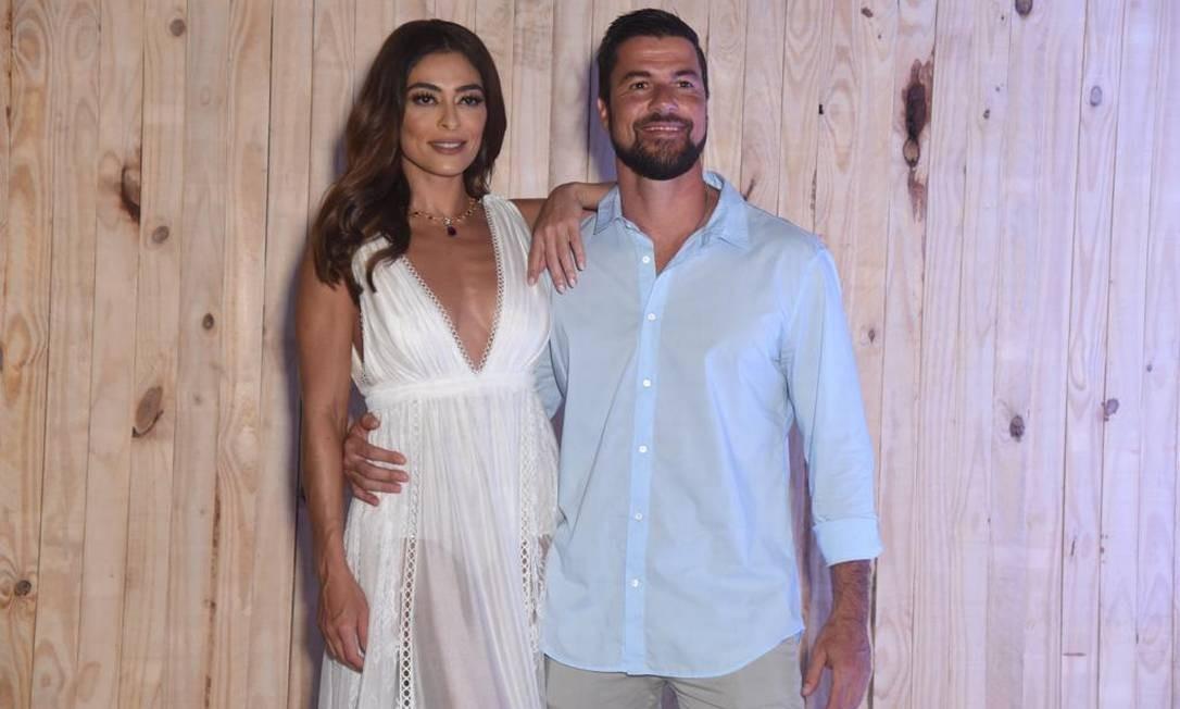 O casal magia Juliana Paes e Carlos Eduardo Baptista Foto: Renato Wrobel