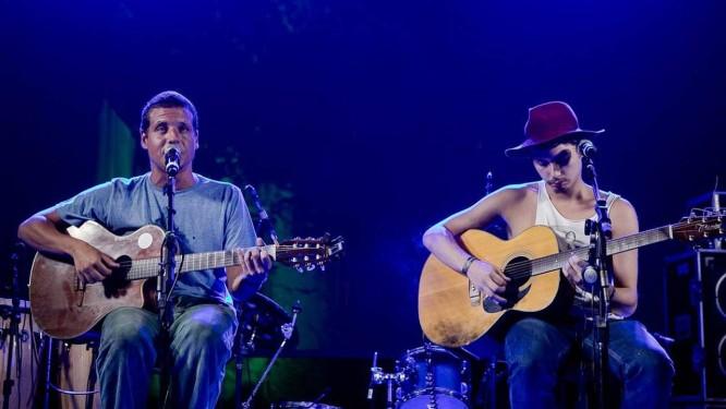Chico Eller (à esquerda) e João Mantuano no palco da festa da Democrata Foto: Bruno Ryfer