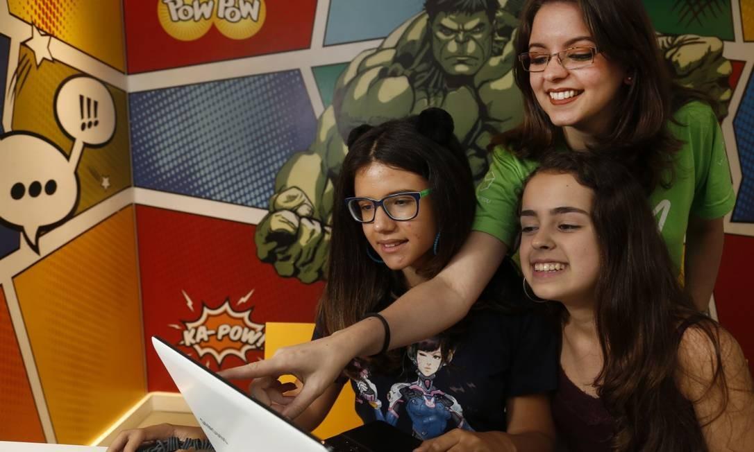 Da esquerda para a direita: Anita Cunha,a professora Karen Salazar e Juliana Janot Foto: Marcos Ramos / Agência O Globo