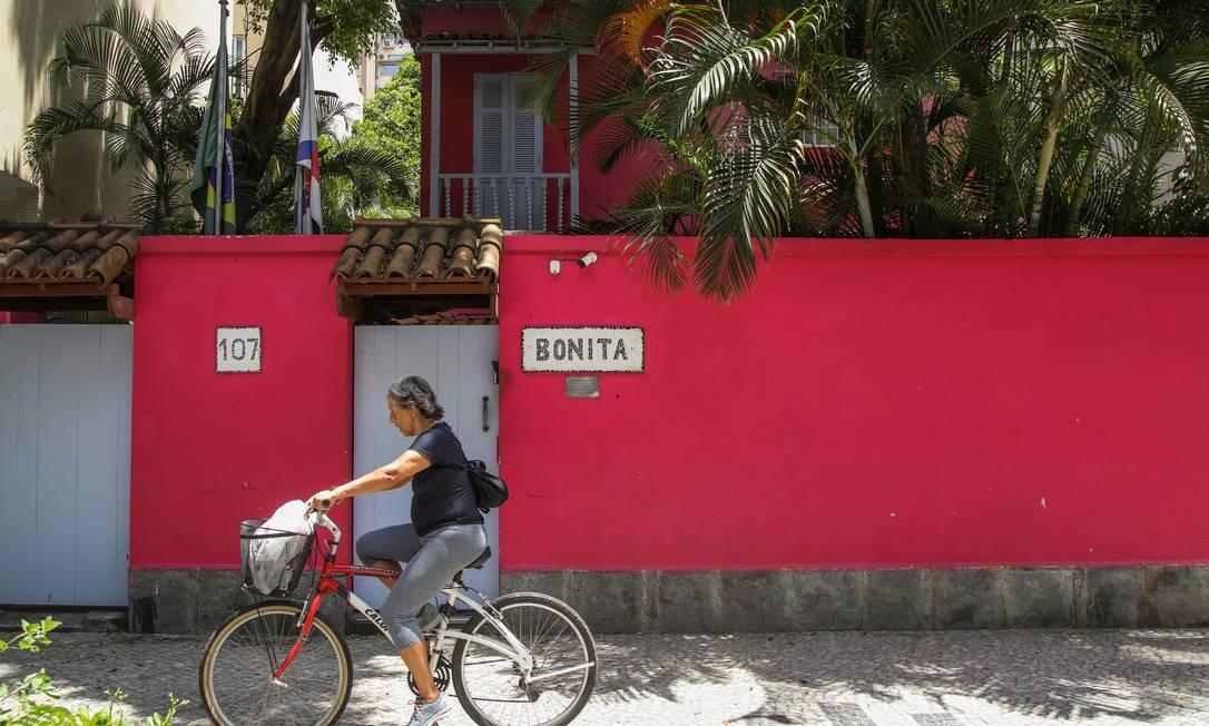 A casa da Barão da Torre 107 sedia hoje um hostel, no qual turistas se deliciam ao ouvir que Jobim morou ali. Seus herdeiros decidiram vender casa, que estava alugada Foto: Bárbara Lopes / Agência O Globo