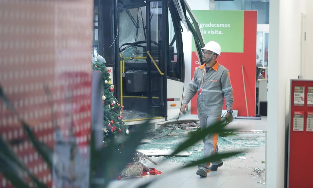 Seis pessoas ficaram feridas Foto: Marcio Alves / Agencia O Globo