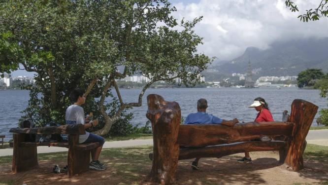 Mobiliários produzidos com madeira reaproveitada Foto: Gabriel de Paiva / Agência O Globo