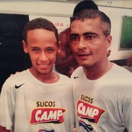 Neymar e Romário em foto antiga Foto: Reprodução/Instagram