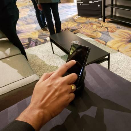 Novos celulares vêm com recursos como realidade aumentada e Inteligência Artificial Foto: Bruno Rosa / GLOBO