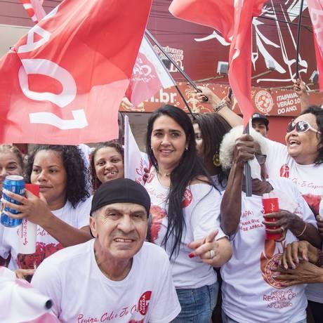 Regina Celi durante campanha para presidência do Salgueiro. Arquivo: 06/05/2018 Foto: Ana Branco / Agência O Globo